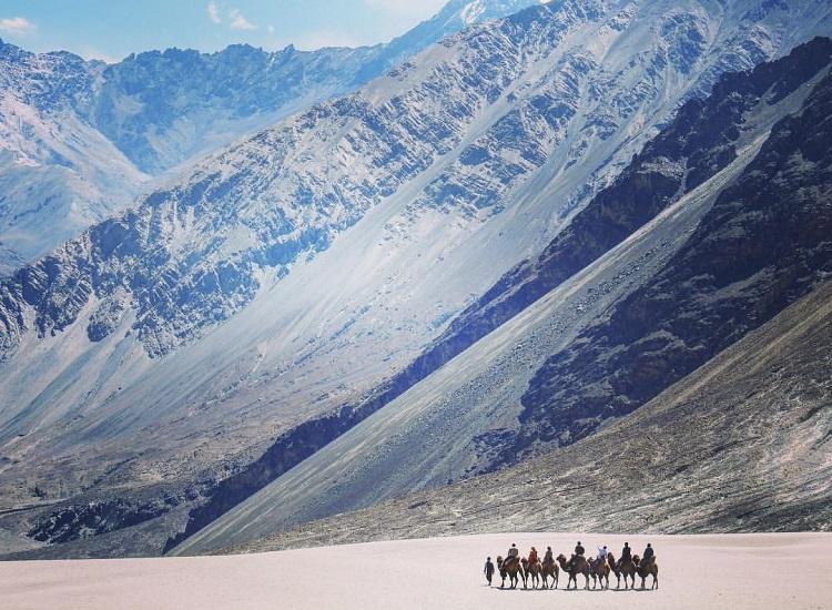 La vista de desierto de Ladakh