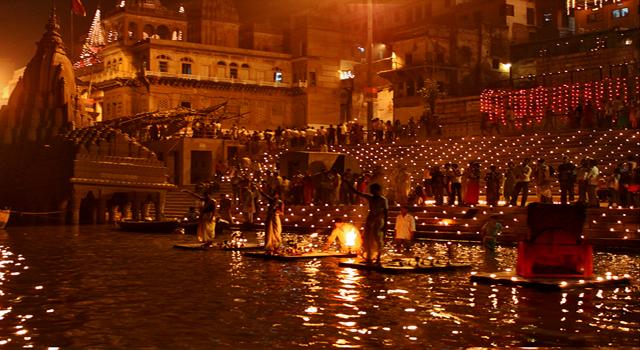 Celebración de Diwali en Varanasi