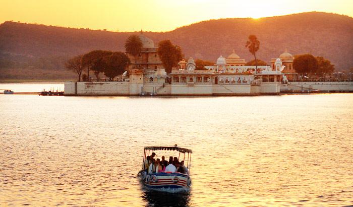 Boat-Ride-to-Jag-Mandir-Palace.jpg